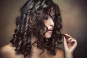 Oorzaken van en advies voor broos haar, beschadigd haar, breekbaar haar, dof haar of gespleten haarpunten.